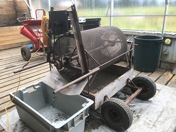 farmmade-compost-sifter-and-spreader